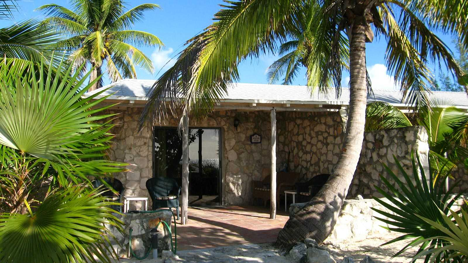 Cat island accommodations at royal palm cottage bahamas for Royal terrace quarry bay